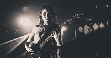 """Chelsea Wolfe'un yoldaki albümünden ilk single: """"Iron Moon"""""""