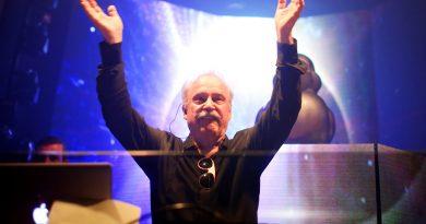 """Giorgio Moroder'in Sia'yla düeti """"Deja Vu"""", dinlemeye açıldı"""