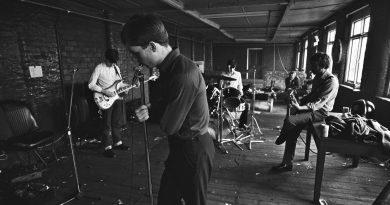 Günün şarkısı: Joy Division – Transmission