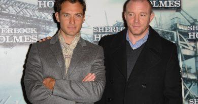 Jude Law, Guy Ritchie'nin yeni filminin kadrosuna katılmak için görüşmelere başladı