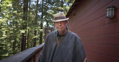 Günün şarkısı: Neil Young – Cowgirl In The Sand