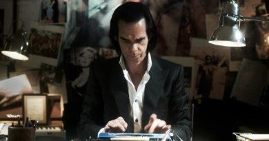 """Nick Cave'den yeni şarkı: """"Give Us a Kiss"""""""