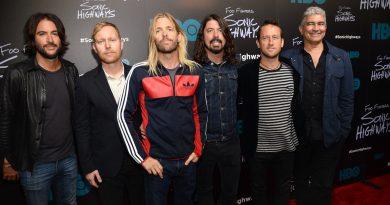Foo Fighters ilk albümünü neredeyse yeniden kaydediyormuş