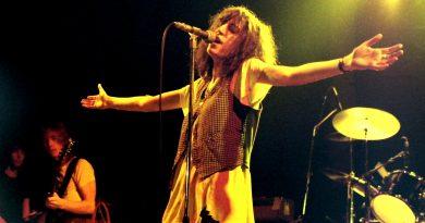 Günün şarkısı: Patti Smith – Ask The Angels