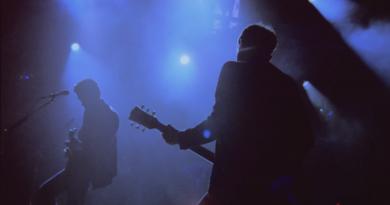 Arctic Monkeys'ten kısa bir turne belgeseli