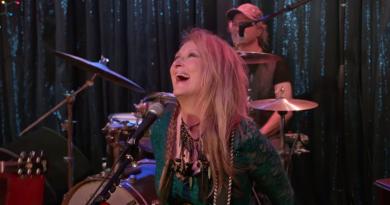 """Meryl Streep'in bir müzisyeni canlandırdığı """"Ricki and the Flash'in ilk fragmanı!"""