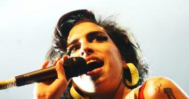 Amy Winehouse belgeselinden bir sahne görücüye çıktı!